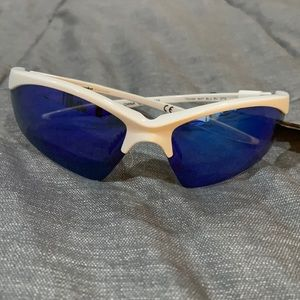 NEW Sunglasses perfect condition still has tags
